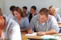 Schüler bei Englischprüfung